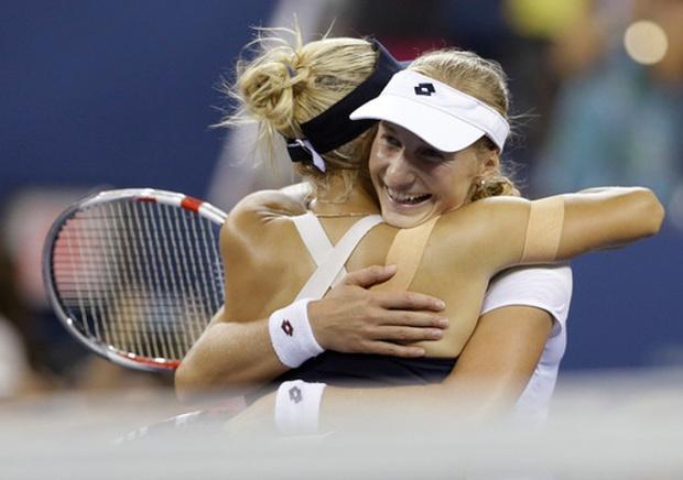 Makarova, Vesnina beat Pennetta, Hingis to win U.S. Open doublestitle